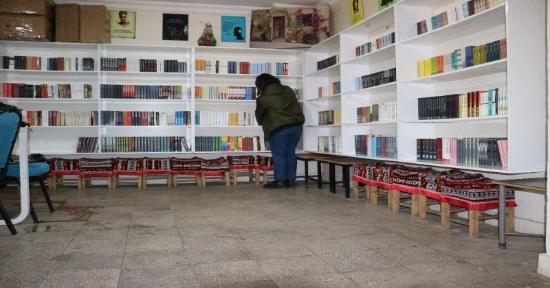 Diyarbakır'da kadın girişimci kıraathane ve tekel bayilerin arasında sahaf dükkanı açtı