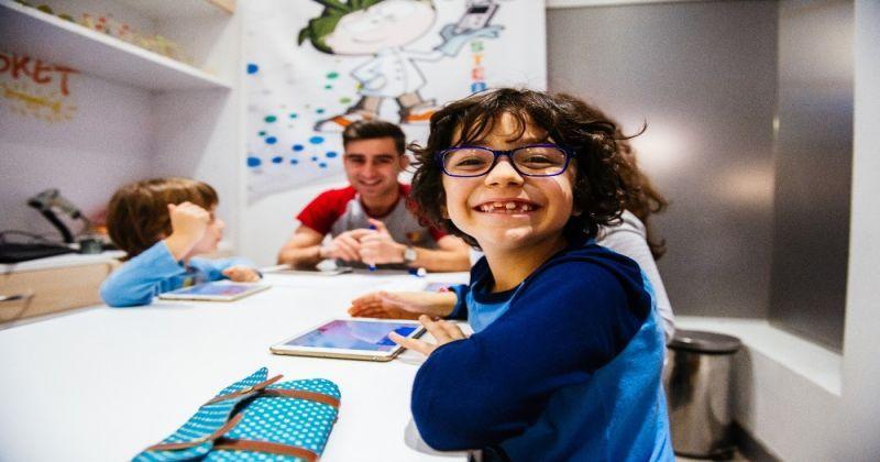 ''Yeni nesil anne babalar, çocuklardan önce dijital okuryazar olmalı''