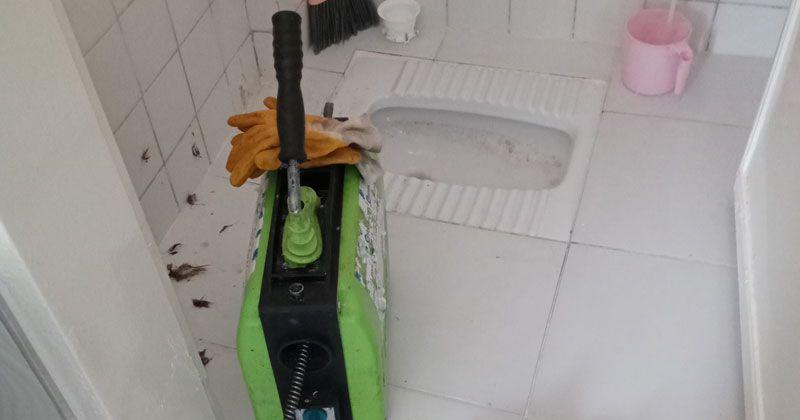 Gebze tuvalet tıkandı kim açar? Gebze tuvalet tıkanıklığı açma servisi kırmadan makine ile tıkanan tuvaleti açar