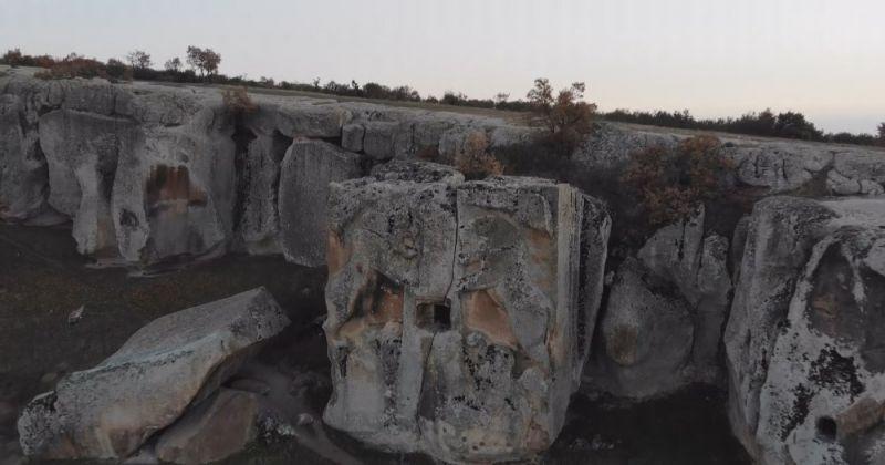'Aslantaş Kaya Mezarı' ilk günkü heybetini koruyor