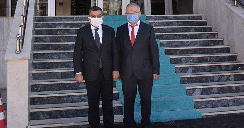 Good luck visit from Governor Işık to Rector Ak