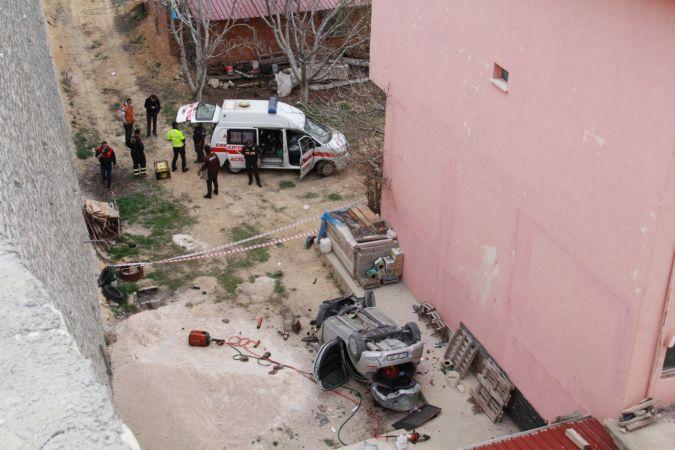 Karaman'da devrilen otomobilin sürücüsü yaralandı