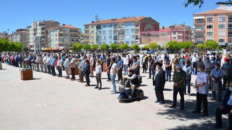 Filistinli şehitler için gıyabi cenaze namazı kılındı