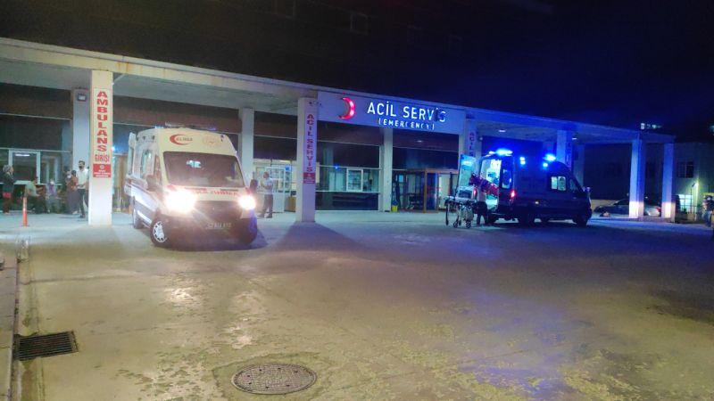 Konya'da otomobil mezarlığın duvarına çarptı: 3 yaralı