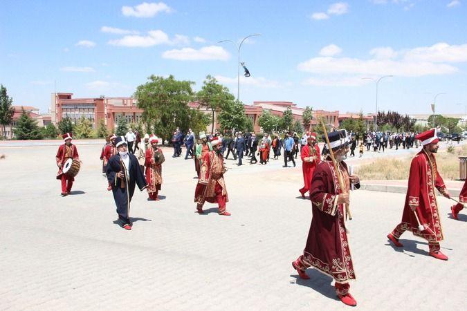 KMÜ'nün Kuruluşunun 14. Yılı Mehter Yürüyüşü ve Türkçe Fermanı'nın okunmasıyla başladı