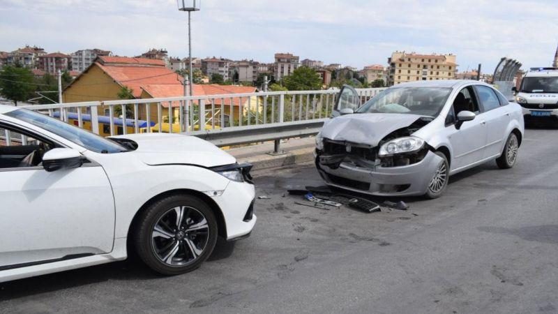 Trafik kazasında yaralanan kadın hastaneye kaldırıldı
