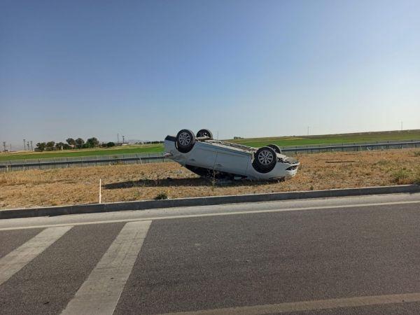 Otomobil refüje takla attı: 3 yaralı