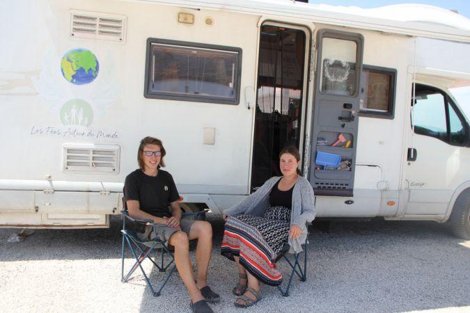 Antalya'da turistler karavanlarında doğayla baş başa izole tatil yapmanın keyfini çıkarıyor