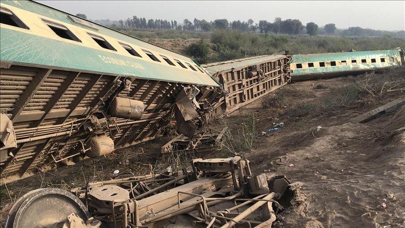 Ülkeyi sarsan tren kazası: Çok sayıda ölü