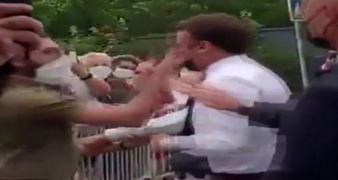 Fransa Cumhurbaşkanı Macron kasabada bir kişi tarafından tokatlandı