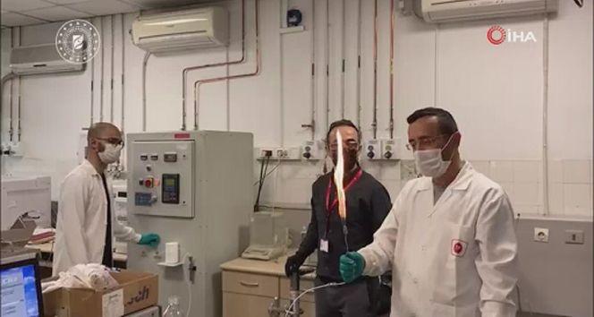 Bakan Dönmez: 'Amasra-1 kuyusundan çıkan doğal gaz mühendislerimizin elinde enerjiye dönüştü'