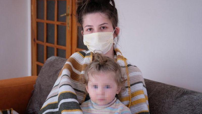 Eşini ve 1,5 yaşındaki kızını kaynar suyla haşlayan sanığa 8,5 yıl hapis istemi