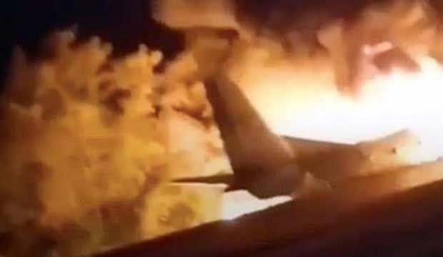 Myanmar'da askeri uçak fabrikanın üzerine düştü