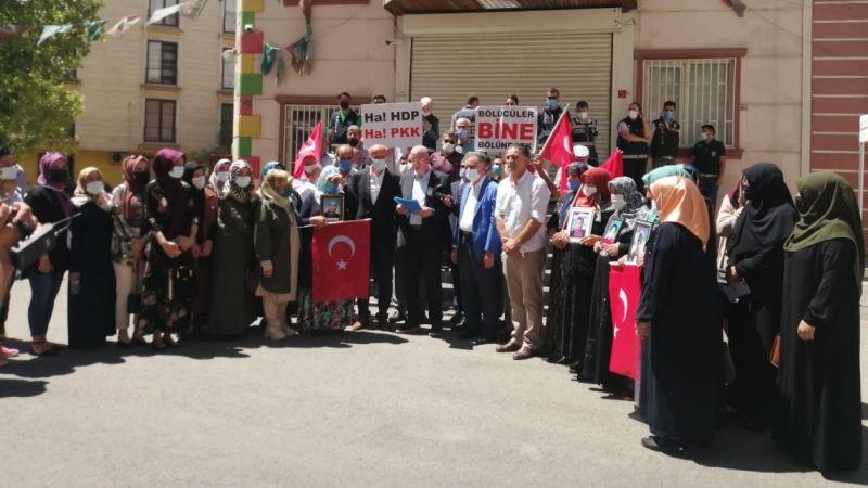 AK Parti Karaman Teşkilatı Diyarbakırlı Annelerin Yanında