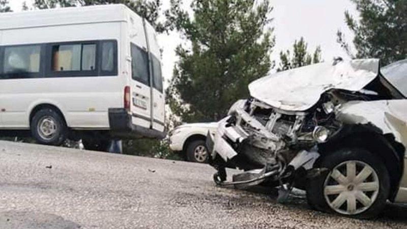 Servis aracı ile otomobil çarpıştı: 8 yaralı