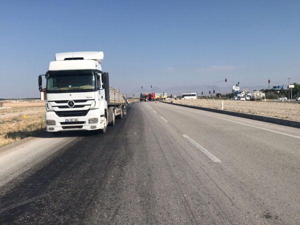 Ereğli'de tır ile kamyon çarpıştı: 2 yaralı