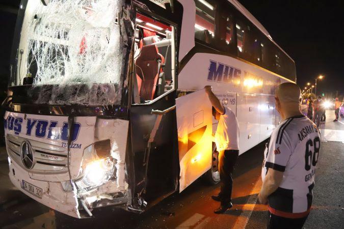 Otobüs ile minibüs çarpıştı: 12 yaralı