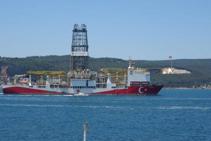 Yavuz sondaj gemisi Çanakkale Boğazı'ndan geçti
