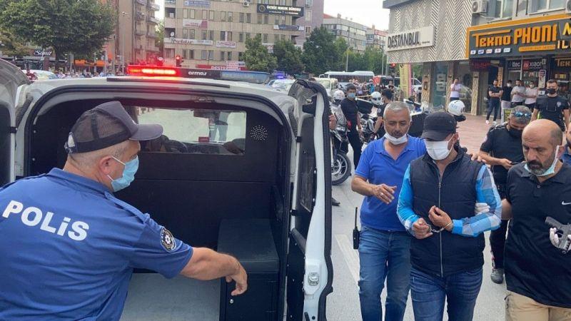 Havaya ateş eden şahıs polisi görünce kendini iş yerine kilitledi