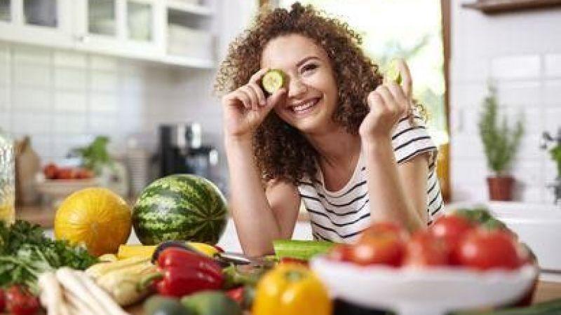 Yaz Aylarında Sağlıklı Beslenmek İçin Neler Tüketmeliyiz?