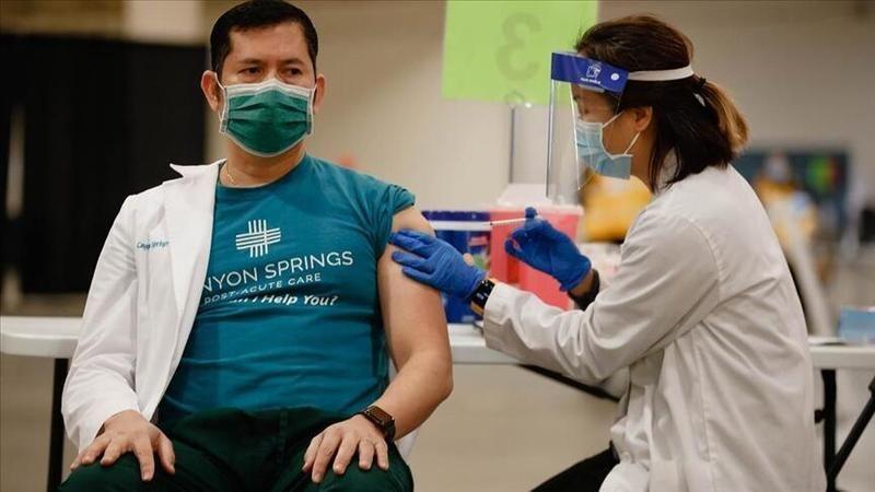 Farklı aşıları yaptırmak güvenli mi? DSÖ kararın bireylere bırakılmaması konusunda uyarıyor