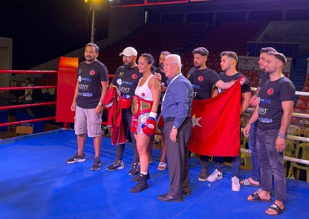 Türk boksörün rakibi Kovid-19 pozitif çıkınca kemerin sahibi oldu