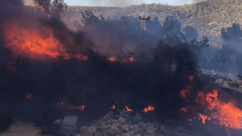 Silifke'de çıkan orman yangınına müdahale ediliyor