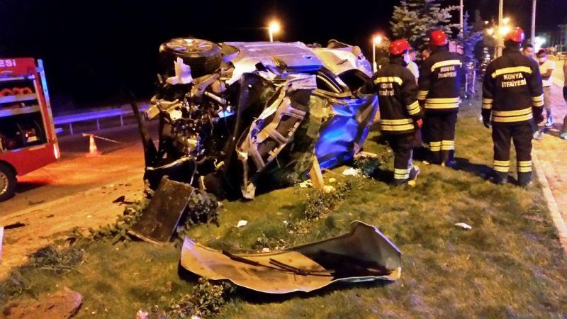 Hurdaya dönen otomobildeki 6 kişi kazadan yaralı kurtuldu
