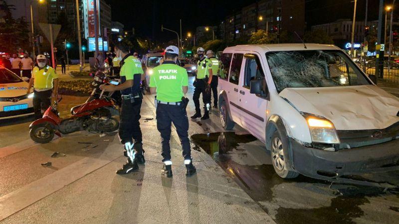 Hafif ticari araç motosiklete çarptı: 1 ölü,1 yaralı