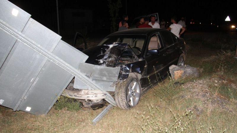 Otomobiller çarpıştı, araçtakiler yara almadan kurtuldu