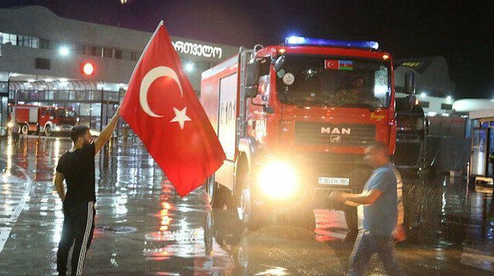 Azerbaycan'dan Türkiye'ye destek: Yangınlar için 250 kişilik ekip geldi
