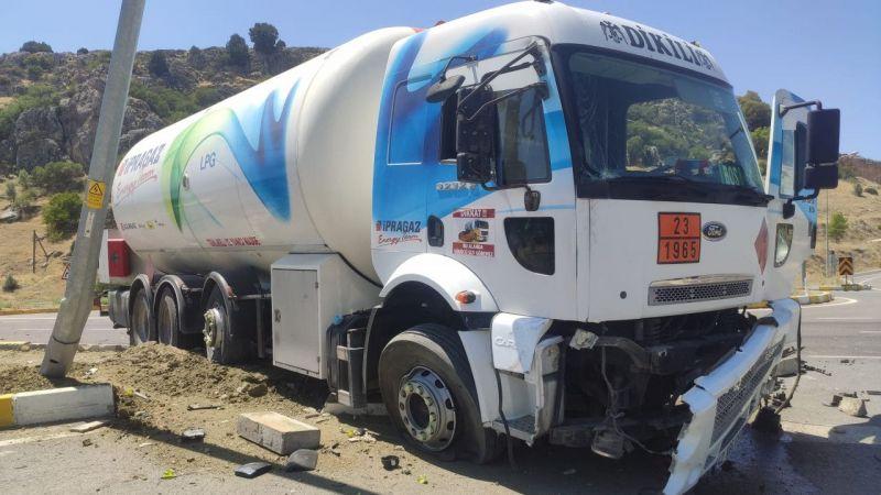 LPT tankeri ile otomobil çarpıştı 2 yaralı