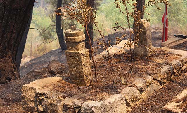 Yangında tarihi mezarlar da hasar gördü