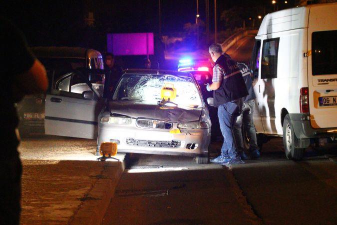 Otomobilden zorla indirilen kadın,bir başka otomobilin çarpmasıyla can verdi