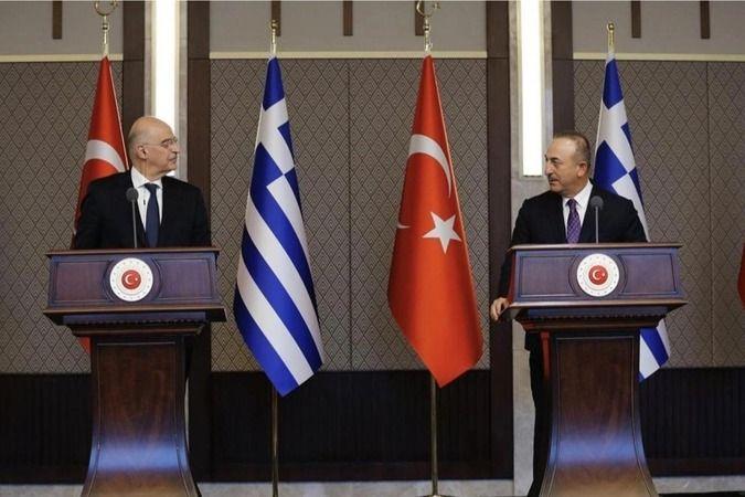 Bakan Çavuşoğlu, Yunan mevkidaşıyla telefonda görüştü