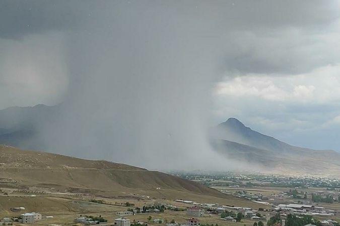 Van'da sel öncesi ortaya çıkan bulut şaşırttı