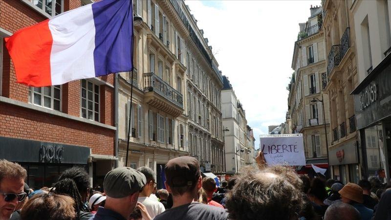 Fransa tartışmalı Kovid-19 ile mücadele yasasını onayladı