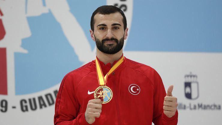 Karatede Uğur Aktaş'tan bronz madalya