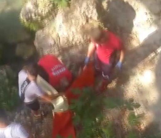 Kayalıktan düşen çocuk suda boğuldu