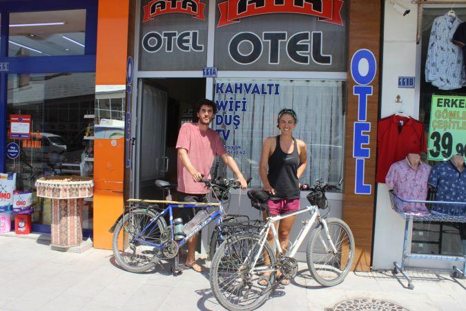 Bisiklet ile dünya turuna çıkan öğretmen çift Karapınar'a geldi