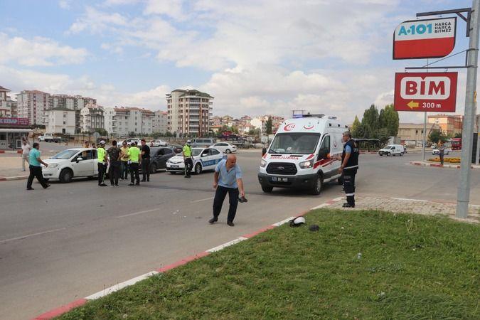 Karaman'da otomobil ile çarpışan motosikletin sürücüsü yaralandı