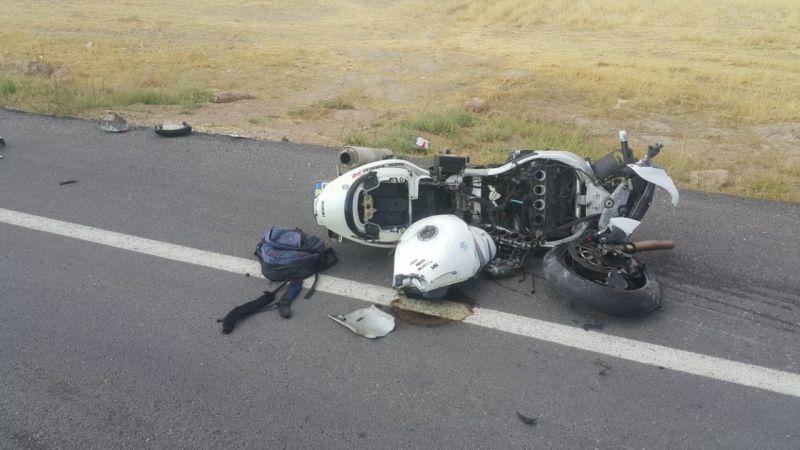 Motosiklet ile otomobil çarpıştı: 1 ölü, 5 yaralı