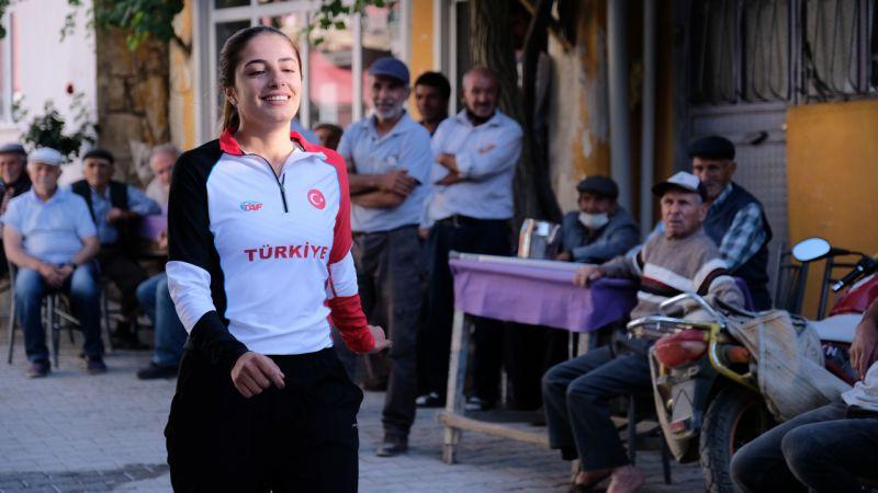 Annesinin 'koşma kızım kalbin durur' dediği Deryamilli atlet oldu
