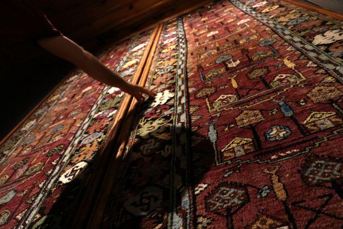 Rum ailenin bağışıyla Sille halısı 100 yıl sonra anavatanına döndü