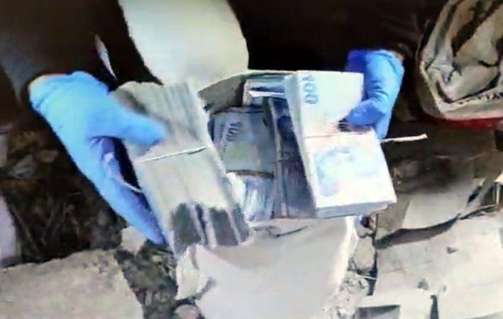 Otomobildeki 1 milyon lirayı çalan 3 şüpheli yakalandı