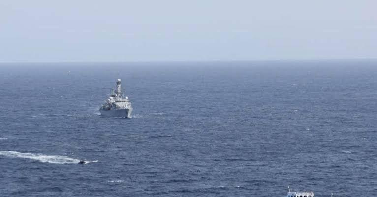Milos Adası açıklarında 17 kişinin bulunduğu yat battı