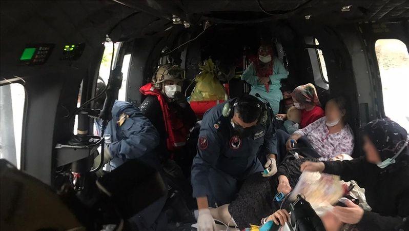 Hastalar, sel nedeniyle helikopterlerle nakledildi