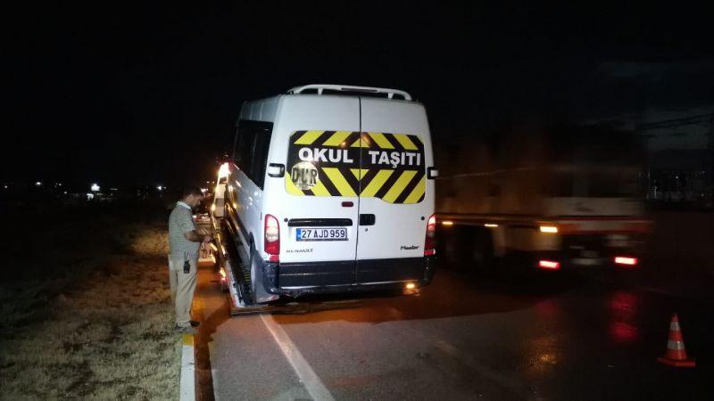 Konya'da karşıdan karşıya geçerken servis minibüsü çarptı!