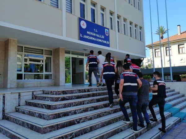 Mersin'de terör örgütü propagandası yapan 4 kişi gözaltına alındı