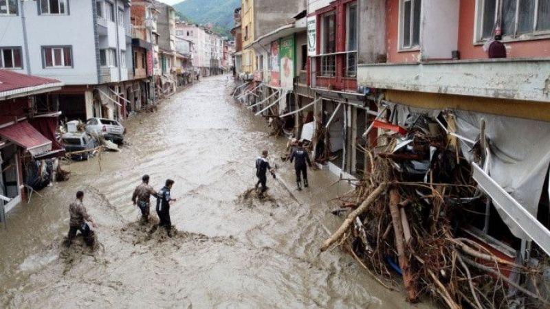 Sel nedeniyle 27 kişi hayatını kaybetti